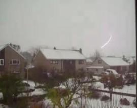 Snow lightning